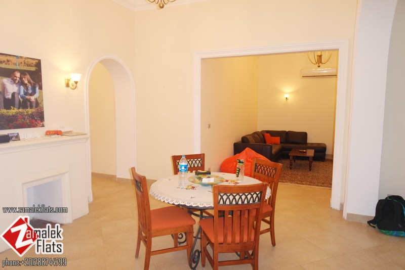 High Ceiling  + Ground Floor Apt + Private Garden + Well Renovated and Furnished