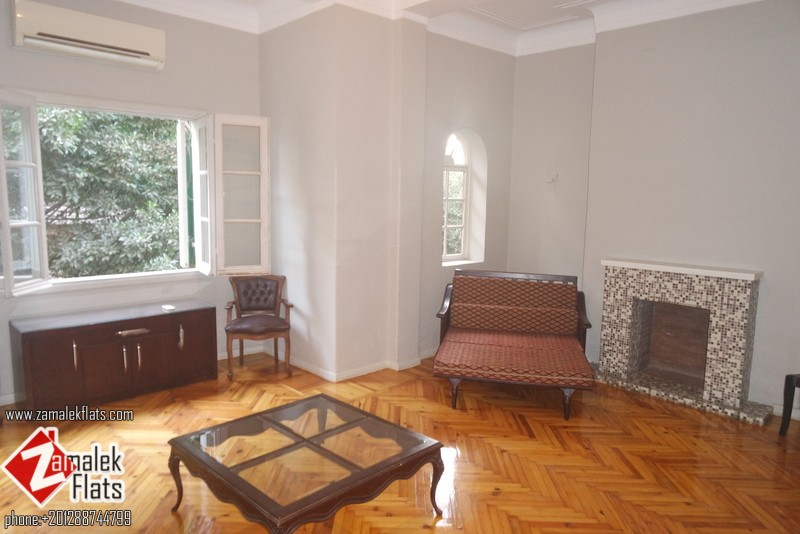 Good Size  ___  High Ceiling  _____  Good Location______  Ready To Move In